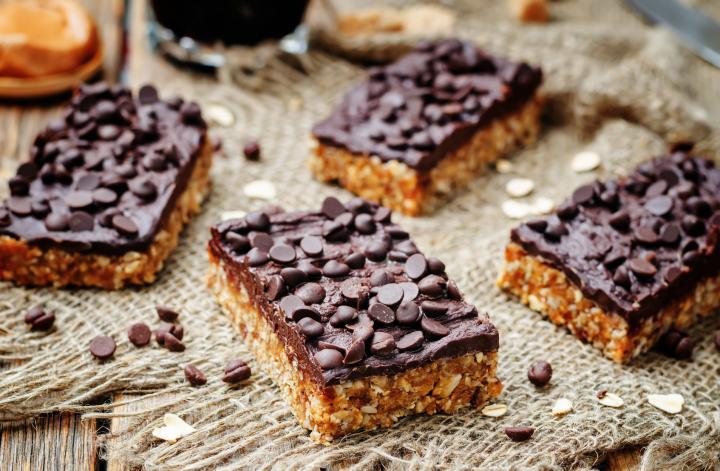 Μπάρες δημητριακών-ξηρών καρπών με σοκολάτα